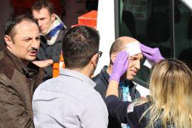 Hafif ticari araçla otomobil kafa kafaya çarpıştı: 4 yaralı
