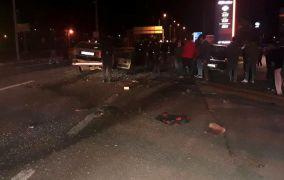Otomobiller çarpıştı: 1 ölü, 2 yaralı
