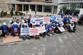 Bolu Belediyesi'nde işten çıkarılan işçiler oturma eylemi yaptı