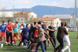 Türkiye U17 Şampiyonasında tekme yumruklar havada uçuştu