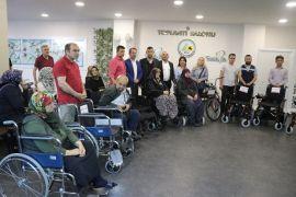 Belediyeye gelen tebrik çiçeklerinin geliriyle alınan engelli araçları dağıtıldı