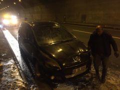 Seyir halindeki araç, Bolu Dağı tünelinde yandı