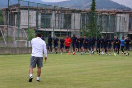 Shkupi Teknik Direktörü Ümit Karan, kamp için Bolu'da