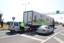 Bolu'da hafif ticari araç tıra çarptı:1 yaralı