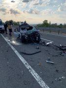 Bolu'da tıra arkadan çarpan otomobil hurdaya döndü: 2 ölü, 1 yaralı