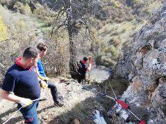 Bolu'da, uçurumda mahsur kalan keçileri itfaiye kurtardı