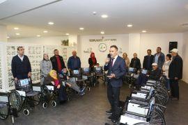 Bolu Belediyesi, 21 engelliye tekerlekli sandalye verdi