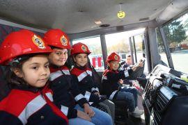 Bolu Belediyesi itfaiyesi kapılarını öğrencilere açtı