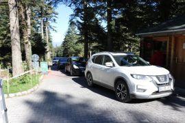 Güneşli havayı fırsat bilen tatilciler Gölcük Tabiat Parkı'nı doldurdu
