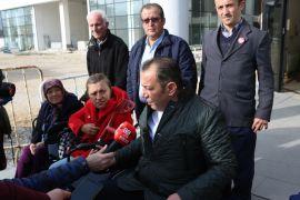 Bolu Belediye Başkanı Tanju Özcan akülü engelli aracı ile şehirde dolaştı