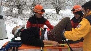 Bolu'da, buzlanma nedeniyle devrilen kamyonun sürücüsü yaralandı
