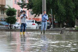 Bolu'da 15 dakika süren sağanak yağmur hayatı felç etti