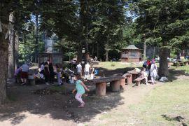 Gölcük Tabiat Parkı tatilci akınına uğradı