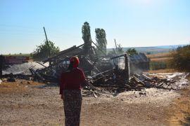 Bolu'da kurban eti için yakılan ateş 2 katlı evi küle çevirdi