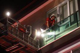 Yuvadan balkon boşluğuna düşen 50 yavru kırlangıç 3 saatte kurtarıldı