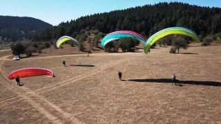 Abant Tabiat Parkı üzerinde paraşütle uçtular