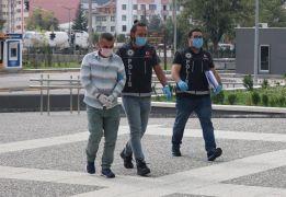 Bolu'da, iç çamaşırına sakladığı 291 gram eroinle yakalandı