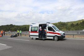TEM'de, tıra çarpan motosiklet sürücüsü yaralandı