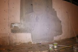 Belediyenin yol üzerinde izinsiz yaptığı duvar resimleri kaldırıldı