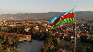 Bolu'da 100 metrekarelik bayrakla Azerbaycan'a destek