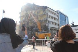 Bolu'da, 60 yıllık otelin yıkılışı büyük ilgi gördü
