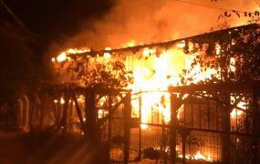 Bolu'da yanan 2 katlı ev kül oldu