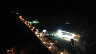 TEM'in Ankara yönünün kapatılması D-100 Karayolu'nda trafiği felç etti