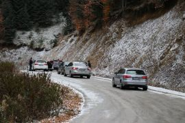 Yedigöller'e gelen tatilcilere kar engeli
