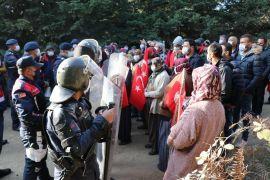 Bolu'da jandarmayla köylüler arasında yıkım gerginliği