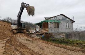 Bolu'da kaçak yapılar yıkılıyor