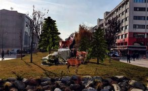 Bolu Belediyesi bozayı heykelinden vazgeçti, geyik heykeli dikecek