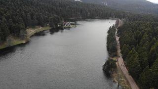 Gölcük Tabiat Parkı, güzel havayı fırsat bilen tatilcilerle doldu