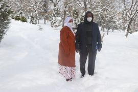 Somali'den tedavi için Bolu'ya gelen ailenin kar sevinci