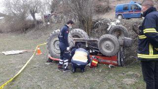 Bolu'da devrilen traktörün altına kalan sürücü öldü