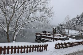 Gölcük Tabiat Parkı beyaz örtüyle kaplandı