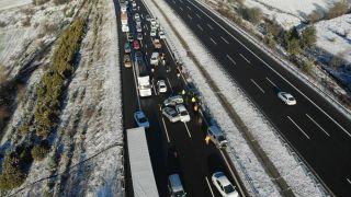 TEM'de 9 aracın karıştığı zincirleme kaza: 4 yaralı