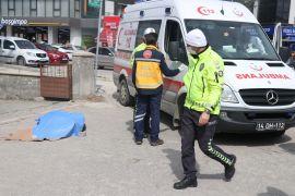 İş makinasının çarpıp üzerinden geçtiği vatandaş feci şekilde hayatını kaybetti