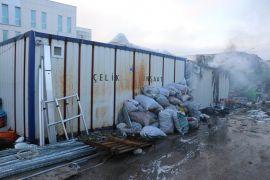 Bolu'da, depo olarak kullanılan konteyner yangında kül oldu