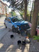 2 otomobil kavşakta çarpıştı: 1 yaralı