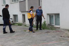 Bolu'da, alkol aldıktan sonra midesi bulanan genç 3'üncü kattan düştü