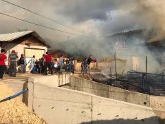 Bolu'da 2 ev, 3 samanlık alev alev yandı