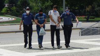 Bolu'da, aranması olan 1'i yabancı uyruklu 2 kişi uygulamada yakalandı