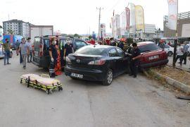 Bolu'da otomobil park halindeki 3 araca çarptı: 1 yaralı