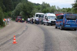 Bolu'da, şarampole devrilen tırın sürücüsü hayatını kaybetti