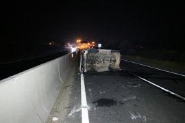 D100'de tırla çarpışan otomobil takla attı: 1 yaralı