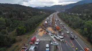 TEM'de kum yüklü kamyon dehşet saçtı: 1 ölü, 1'i ağır 2 yaralı