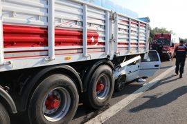 TEM'de tıra çarpan otomobildeki 2 kişi hayatını kaybetti