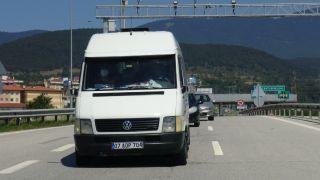 Tarım işçiliği için Sakarya'ya giden 13 sığınmacı minibüsün lastiği patlayınca yakalandı