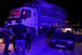 Tomruk yüklü kamyona çarpan otomobil hurdaya döndü: 1 yaralı