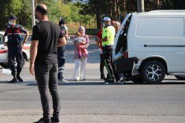 Yolcu otobüsü kırmızı ışıkta bekleyen minibüse çarptı: 4 yaralı